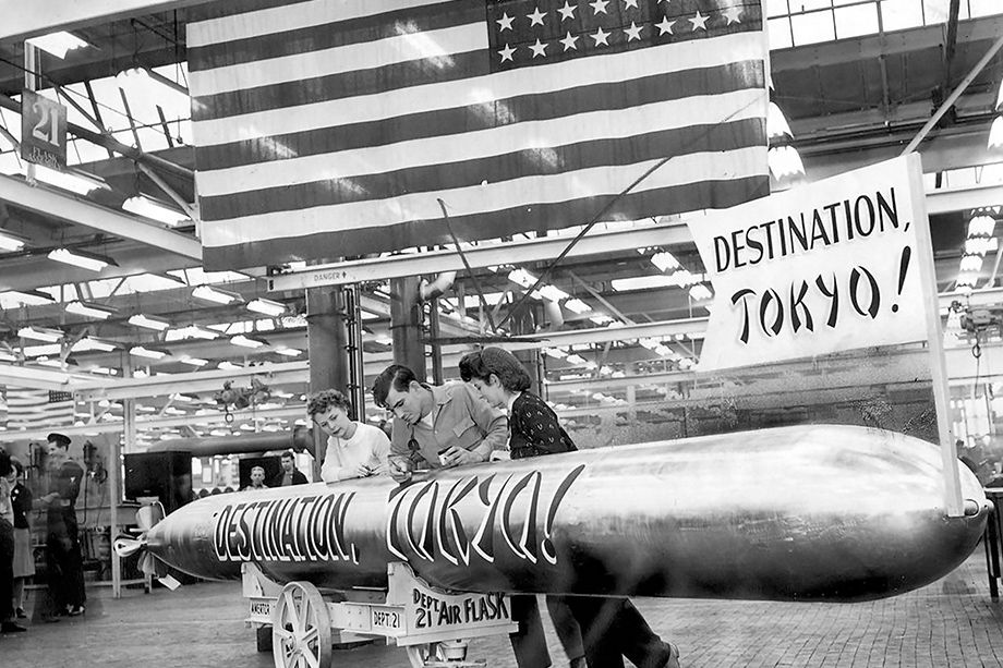 A submarine torpedo in a Chicago arms plant, 1944