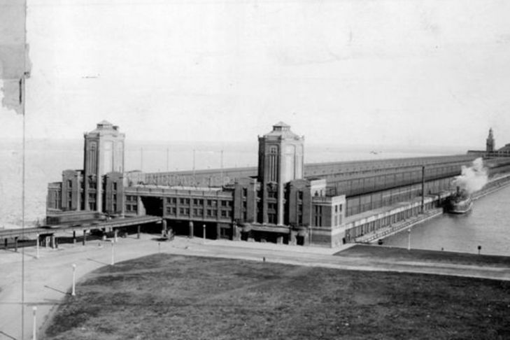 Chicago Municipal Pier, barracks and training center for Army and Navy during World War I
